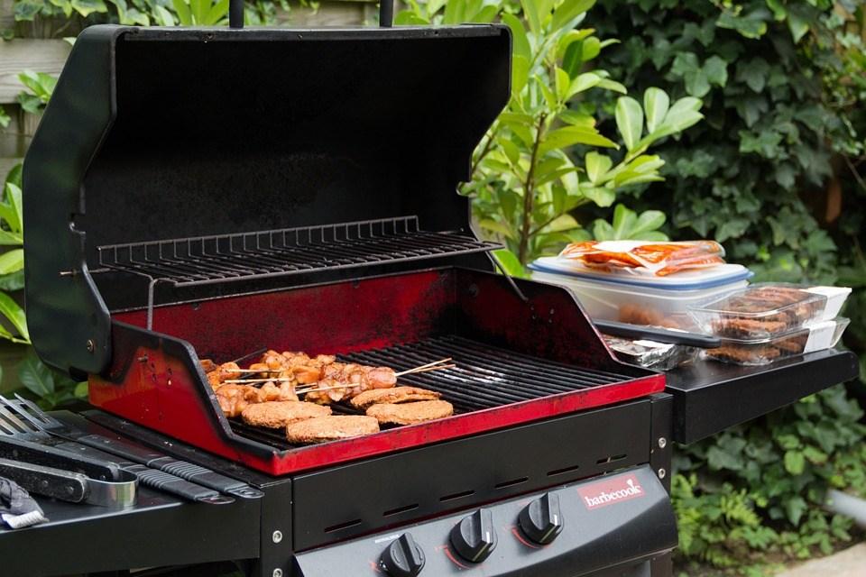 les diff rentes pistes pour choisir un barbecue avant l 39 t. Black Bedroom Furniture Sets. Home Design Ideas
